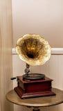Gramofone velho retro com orador do chifre Foto de Stock