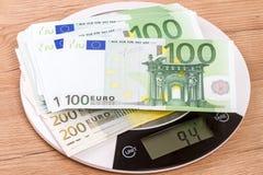 94 gramos de billetes de banco euro Fotos de archivo libres de regalías
