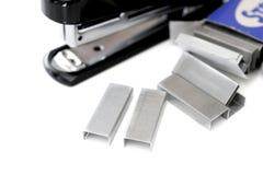 Grampeador e caixa dos grampos Imagens de Stock Royalty Free