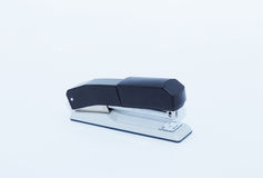 Grampeador em um fundo cinzento Foto de Stock Royalty Free