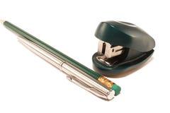 Grampeador, pena e lápis Fotografia de Stock