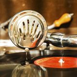 Gramphone do vintage que joga a música Fotos de Stock Royalty Free