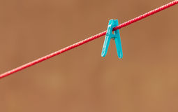 Grampo azul isolado Fotografia de Stock Royalty Free