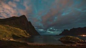 grampo de filme do filme de 4k Timelapse do aurora borealis em ilhas de Lofoten, Noruega aurora Luzes do norte verdes Céu estrela filme