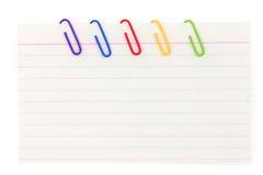 Grampo de papel colorido com papel para cartas Imagens de Stock