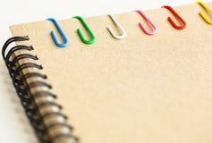 Grampo e caderno Foto de Stock Royalty Free