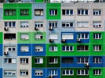 Grampo exterior de construção verde residencial da elevação imagem de stock