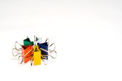 Grampos coloridos no círculo imagem de stock