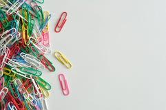 Grampos de papel coloridos Imagem de Stock Royalty Free