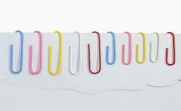Grampos de papel coloridos Foto de Stock Royalty Free