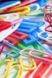 Grampos para a escola colorida Imagens de Stock Royalty Free
