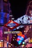 Gran通过地铁车站signboad在晚上 马德里西班牙 免版税库存图片