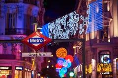 Gran通过地铁车站signboad在晚上 马德里西班牙 免版税图库摄影