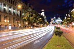 Gran através da rua em Madrid, Spain imagem de stock
