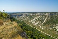 Gran barranco en las montañas crimeas Imagen de archivo
