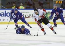 Gran Bretaña contra la estera del hockey sobre hielo del campeonato del mundo de Hungría IIHF fotos de archivo