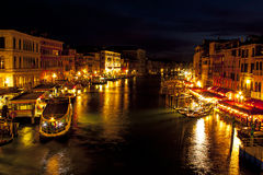 Gran Canal del puente de Rialto - Venecia, Italia Imagen de archivo