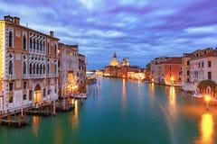 Gran Canal en la noche en Venecia, Italia Fotografía de archivo libre de regalías