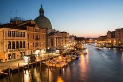 Gran Canal en tiempo de la puesta del sol, Venecia fotografía de archivo libre de regalías