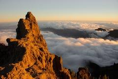 GRAN CANARIA, ESPAÑA - 6 DE NOVIEMBRE DE 2018: Paisaje magnífico del pico de montaña Roque Nublo foto de archivo libre de regalías
