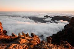 GRAN CANARIA, ESPAÑA - 6 DE NOVIEMBRE DE 2018: Paisaje magnífico el picos de montaña en Roque Nublo imágenes de archivo libres de regalías