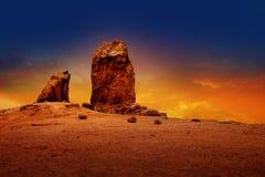 Gran canaria roque nublo严重的日落天空 免版税库存照片