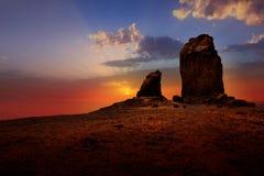 Gran canaria roque nublo严重的日落天空 免版税图库摄影
