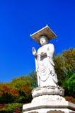 Gran estatua blanca de buddha en Corea Foto de archivo