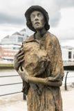 Gran estatua irlandesa del hambre en Dublín, Irlanda Foto de archivo