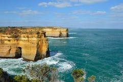 Gran formación de roca del camino del océano Foto de archivo libre de regalías