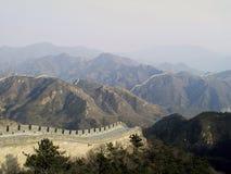 Gran Gran Muralla en el norte de China que pasa por alto las montañas Imagenes de archivo