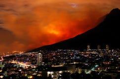 Gran incendio in aperta campagna Città del Capo il marzo 2009 Immagine Stock Libera da Diritti