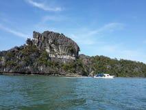 Gran isla de la roca de la tortuga en Langkawi, Malasia imagen de archivo libre de regalías