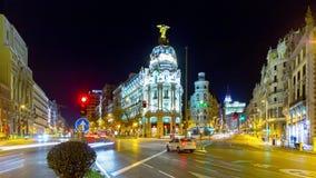 Gran ligero de la noche vía el lapso de tiempo del panorama 4k de la metrópoli del tráfico España metrajes