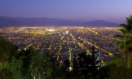 Gran metrópoli en la oscuridad Foto de archivo libre de regalías