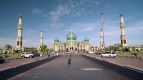 Gran mezquita de An-Nur en Pekanbaru, Indonesia almacen de metraje de vídeo