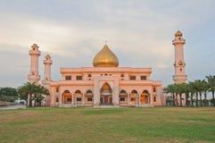 Gran mezquita para la religión del Islam imagenes de archivo