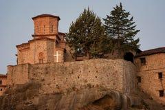 Gran monasterio de Meteoron Visión escénica hermosa, edificio griego tradicional antiguo en el top del pilar de piedra enorme en  Fotos de archivo libres de regalías