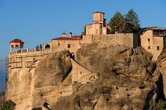 Gran monasterio de Meteoron Visión escénica hermosa, edificio griego tradicional antiguo en el top del pilar de piedra enorme en  Foto de archivo libre de regalías
