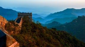 Gran Muralla en la puesta del sol Foto de archivo libre de regalías