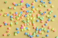 Gran numero di branelli di plastica Immagine Stock