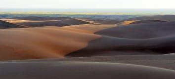 Gran panorama de las dunas de arena Foto de archivo libre de regalías
