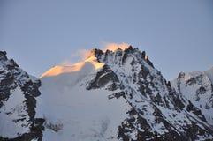 Gran Paradiso峰顶,日出。 Aosta谷,意大利 免版税库存照片