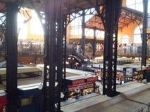 Gran pasillo del mercado en Budapest Imagen de archivo