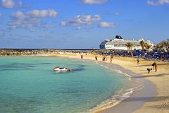 Gran playa de la isleta del estribo - Bahamas Foto de archivo