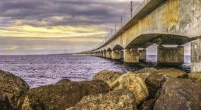 Gran puente de la correa, rocas en primero plano Fotografía de archivo
