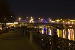 Gran puente krasnokholmskiy moscú Rusia Imágenes de archivo libres de regalías