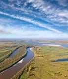 Gran río en el otoño, visión superior Foto de archivo