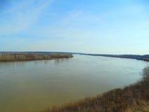 Gran río en la primavera Foto de archivo