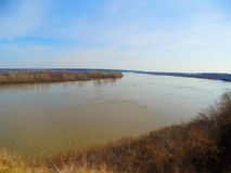 Gran río en la primavera Fotos de archivo